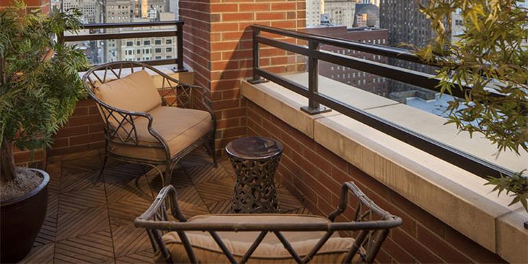 10 Riittenhouse balcony
