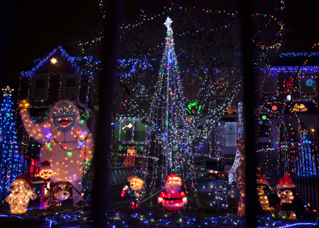 5 philly blocks to catch griswold esque christmas lights philadelphia apartment condo rentals rent philly