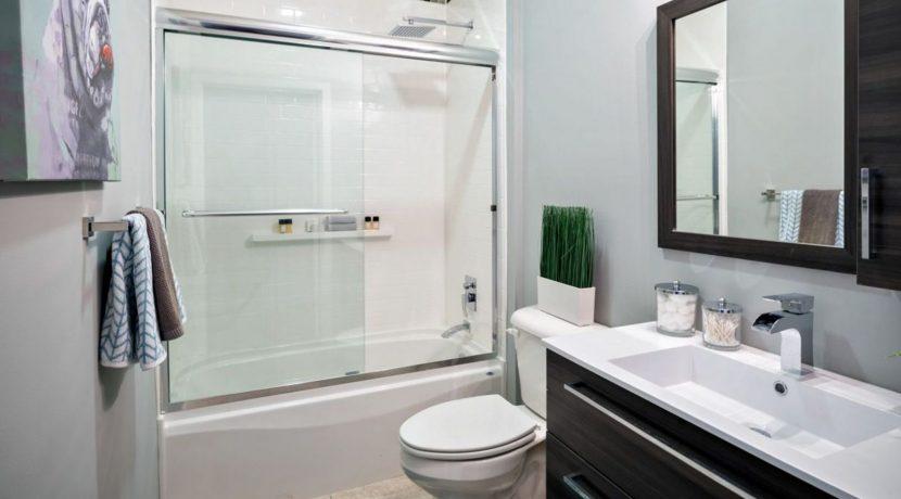 1200 Washington_Bathroom